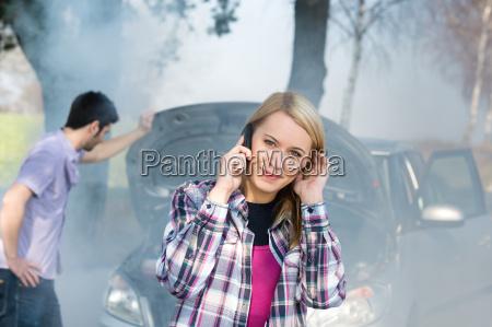 donna chiamata ripartizione auto per aiuto