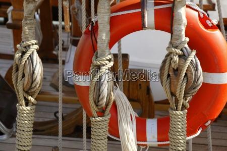 barca a vela in legno marino