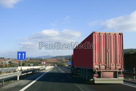 autocarri camion trasporto pesante su una