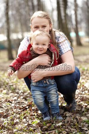 figlio passi camminare marciare passo mamma