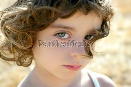 bella bambina ritratto outdoo