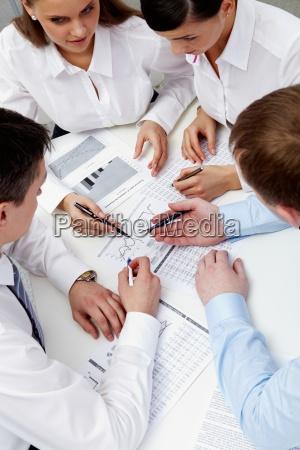 persone popolare uomo umano ufficio strategia