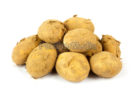 un mucchio di patate nuove e
