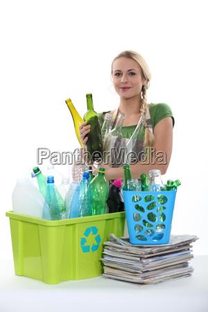 consigliare bottiglie raccogliere combaciare assemblare annuncio