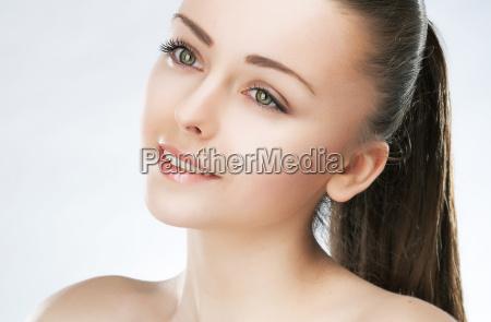 attraente ragazza di bellezza pelle sana