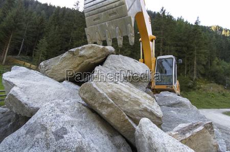montagne alpi rocce roccia idraulica escavatore