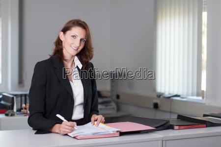 donna ufficio contratto affare affari lavoro
