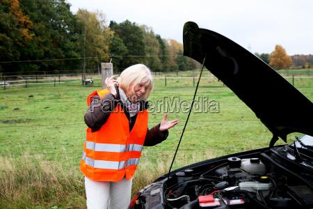 arrabbiato, donna, anziana, ha, ripartizione, auto - 8071594