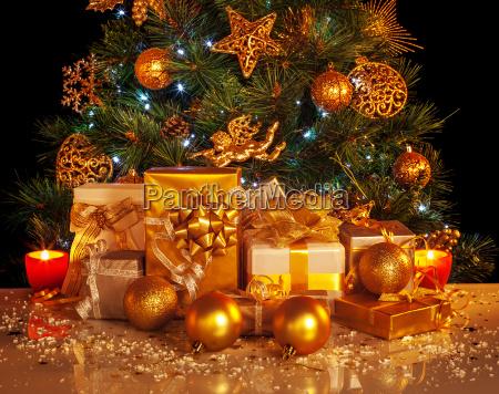 vacanza dorato tradizione albero di natale