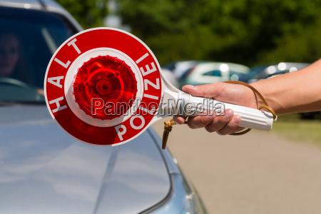 poliziotto o polizia in pattuglia fermate