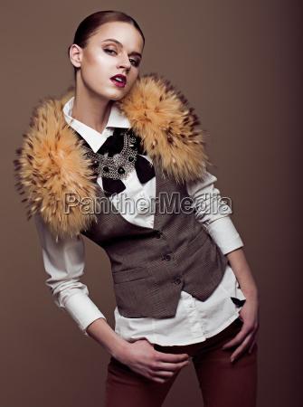 carisma aristocratica elegante modella in abito