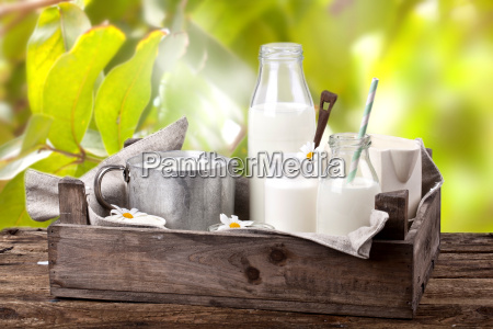 latte fresco in giardino