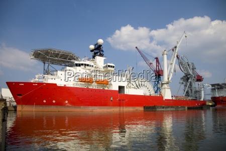 macchinario traffico marittimo riva del mare