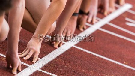 partenza sprint in atletica leggera