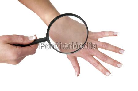 esaminare la pelle