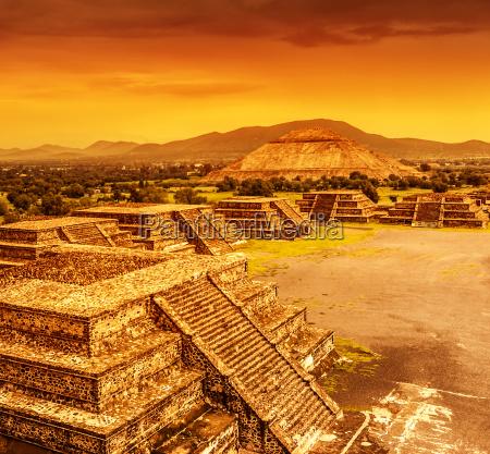 viaggio viaggiare citta turismo piramidi centro