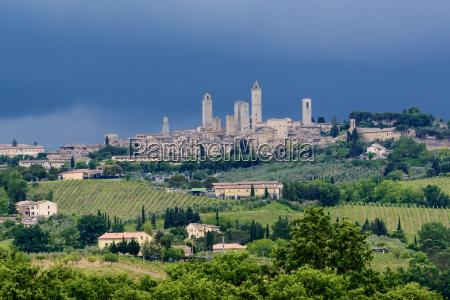 citta toscana torri paesaggio natura italia