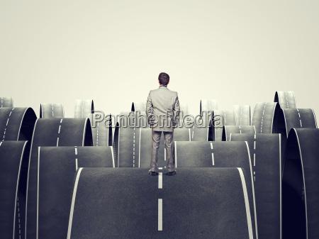 futuro guardare osservare asfalto uomo daffari