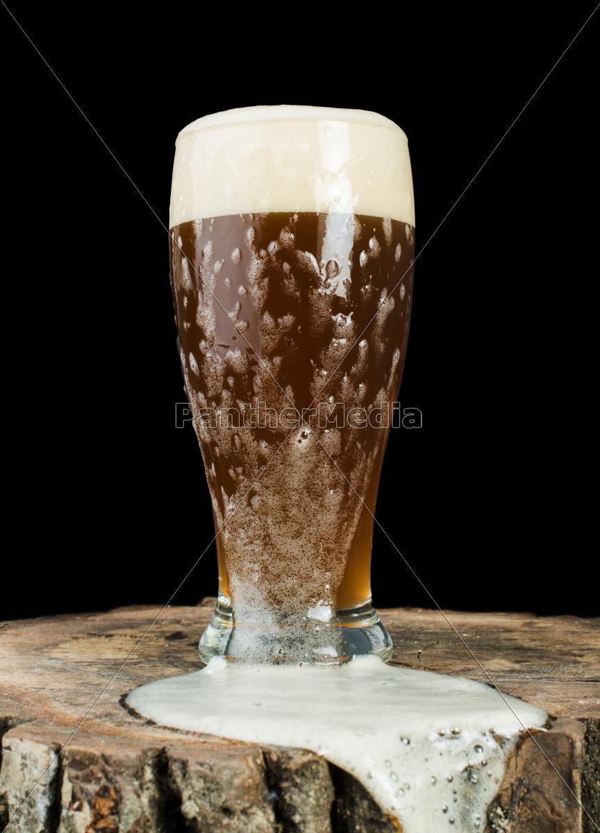 tazza, di, birra, su, ceppo - 9530240