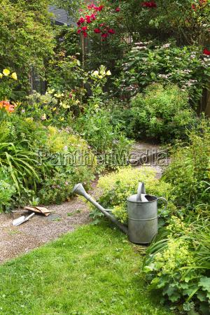 strumenti attrezzi relax giardino pietra sasso