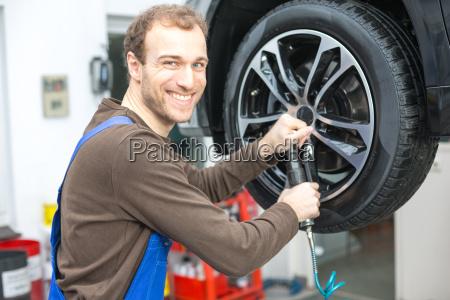 meccanico automatico quando si cambia pneumatici