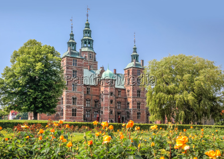 rose garden and rosenborg castle in
