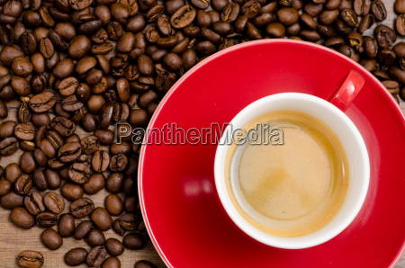 tazza rossa di caffe espresso e