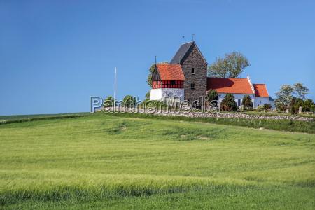 green fields and church ruts kirke