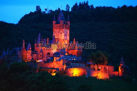 fotografia notturna fortezza illuminato stile di