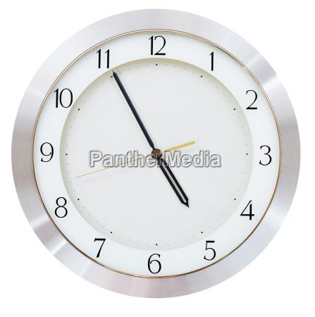 cinque minuti a cinque o orologio