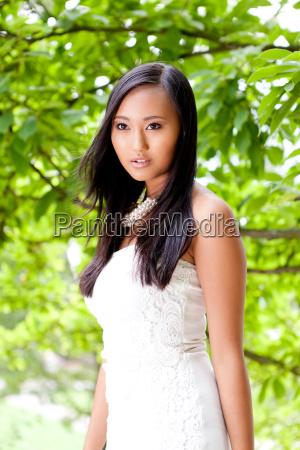 donna moda femminile estate asiatico trucco