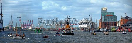 traffico marittimo nel porto di amburgo