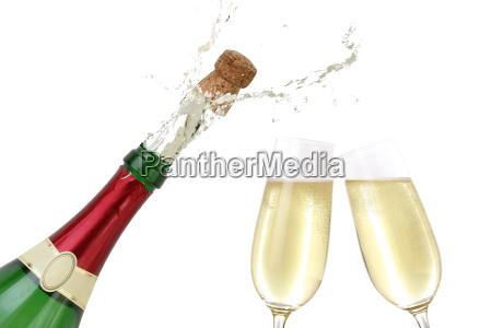 champagne spruzza da una bottiglia di