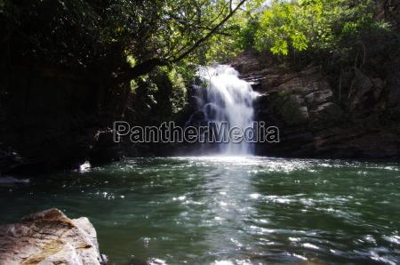 paradiso cascata giungla brasile foresta pluviale