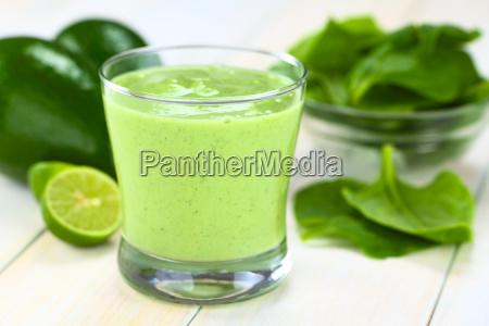 avocado e spinaci smoothie