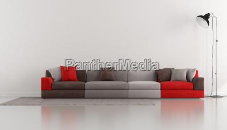 salotto minimalista con moderno colorato