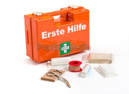 kit di primo soccorso con benda