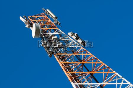 torre delle comunicazioni con antenna