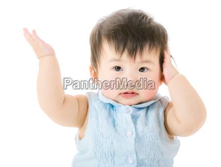 la bambina si rifiuta di ascoltare