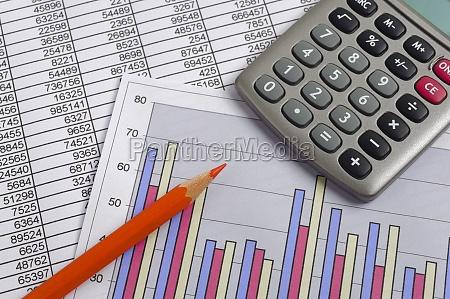 finanze con calcolo diagramma tabella numerica