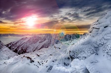 montagne di inverno vista panoramica con