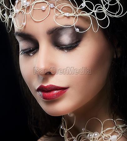 elegante alla moda giovane donna con