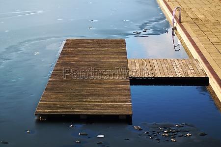 ponte congelato investitore piscina scala a