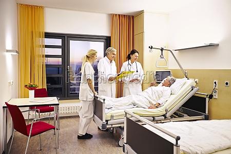paziente visita medico ospedaliero