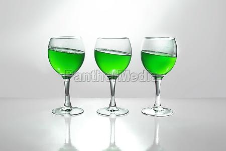 bicchiere bere verde alcool vetro bicchiere