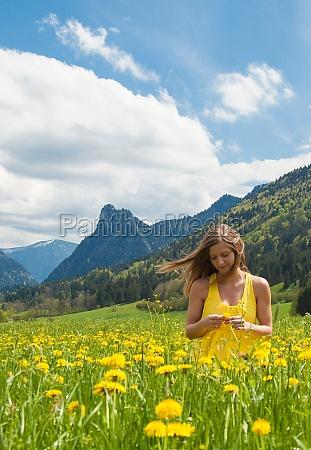donna fiore fiori primavera maggio hippie