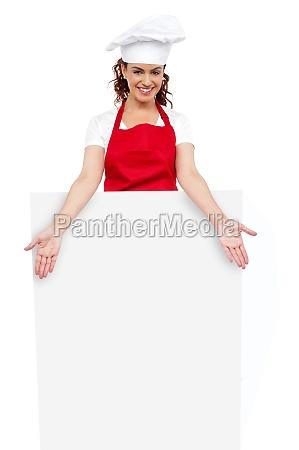 cuoco unico femminile che propone dietro
