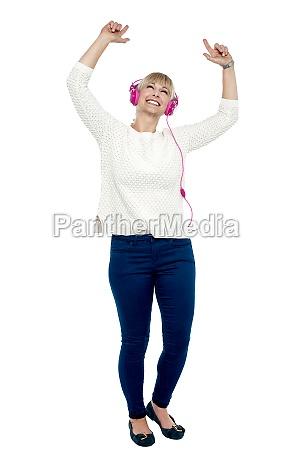 donna risata sorrisi bello bella ascoltare