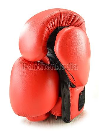 guanti da boxe in pelle isolati