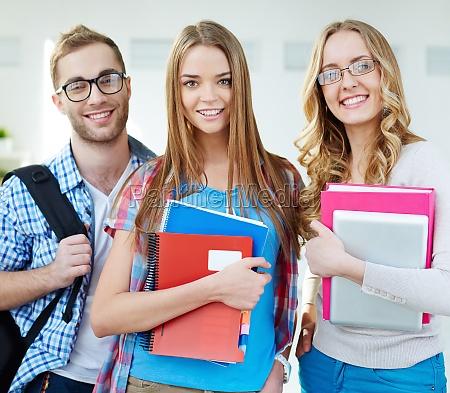 tipo donna studiare studio persone popolare